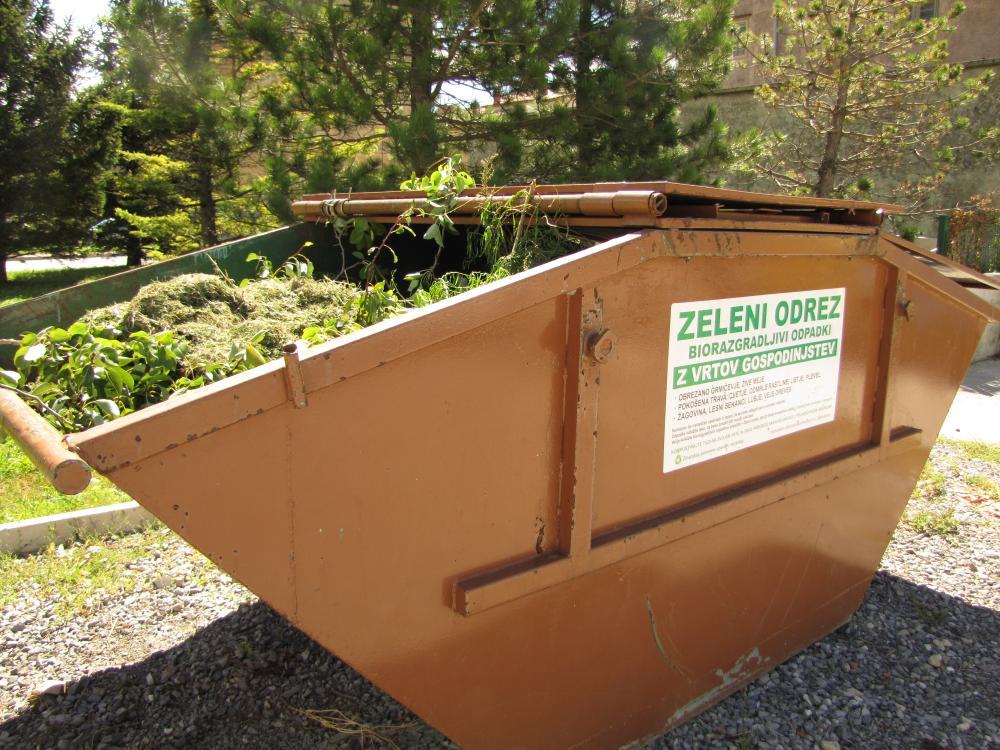Zeleni odraz v 5m3 kontejnerju s pokrovom